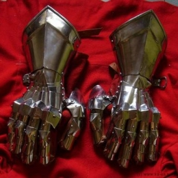 Gothic Fingered gauntlets with plain cuff joint fingered