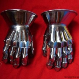 Hourglass gauntlets 1410 joint fingered